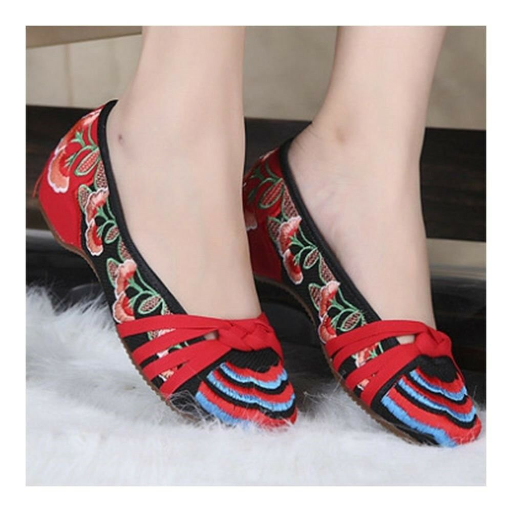 Weaved Flower Old Beijing Cloth Embroidered Shoes   red
