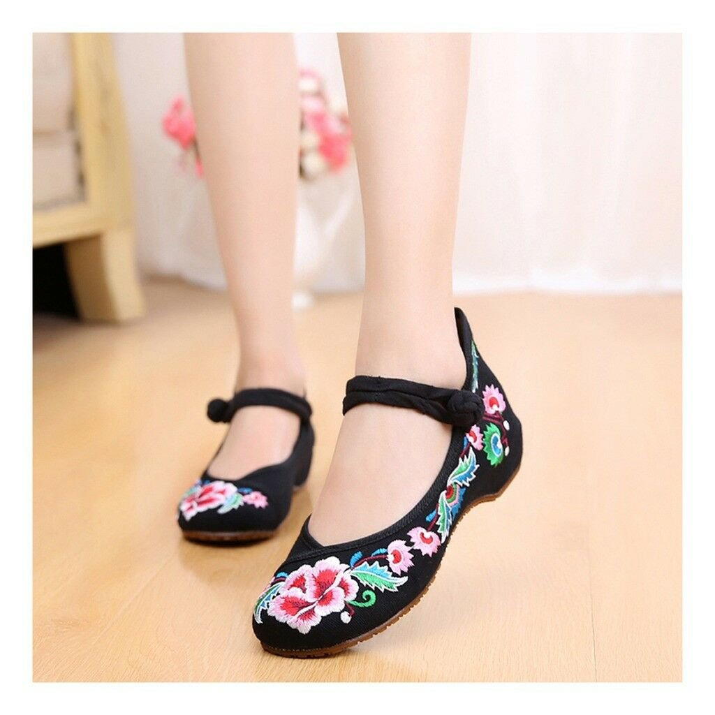 Old Beijing Cloth Shoes National Style Embroidered Shoes Square Dance Shoes Slip
