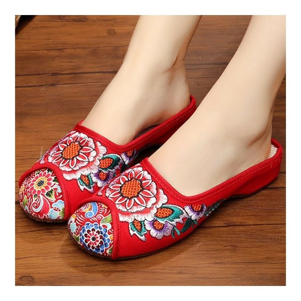 Old Beijing Cloth Embroidered Shoes Slippers Sandals   red