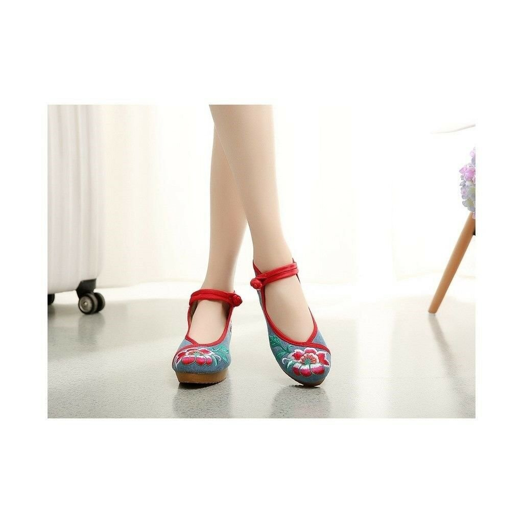 New Beautiful Woman Spring Embroidered Shoes High Heeled Shoes Old Beijing   jea