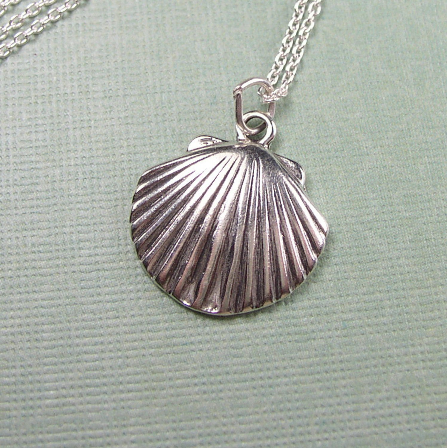 "Sterling Silver Sea Shell charm and 18"" chain"