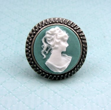 Pretty Cameo Ring - adjustable in size from 8 to 9