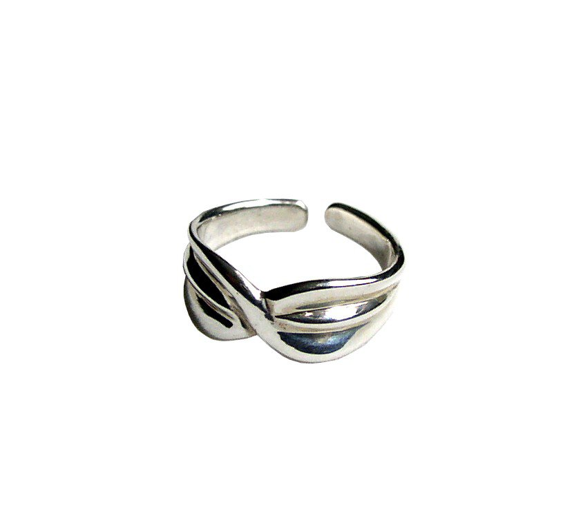 Pretty Sterling Silver Highly Polished Toe Ring with a wrapped design