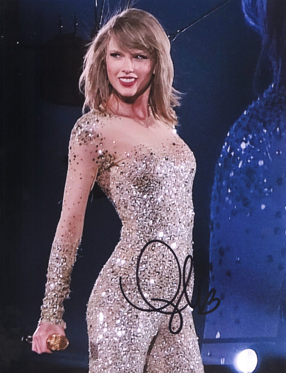 TAYLOR SWIFT - SUPER SEXY POSE - HAND SIGNED AUTOGRAPHED PHOTO WITH COA