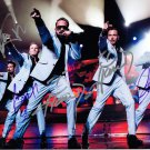 BACKSTREET BOYS = 90 BOY BAND IN CONCERT - HADN SIGNED AUTOGRAPHED PHOTO WITH COA