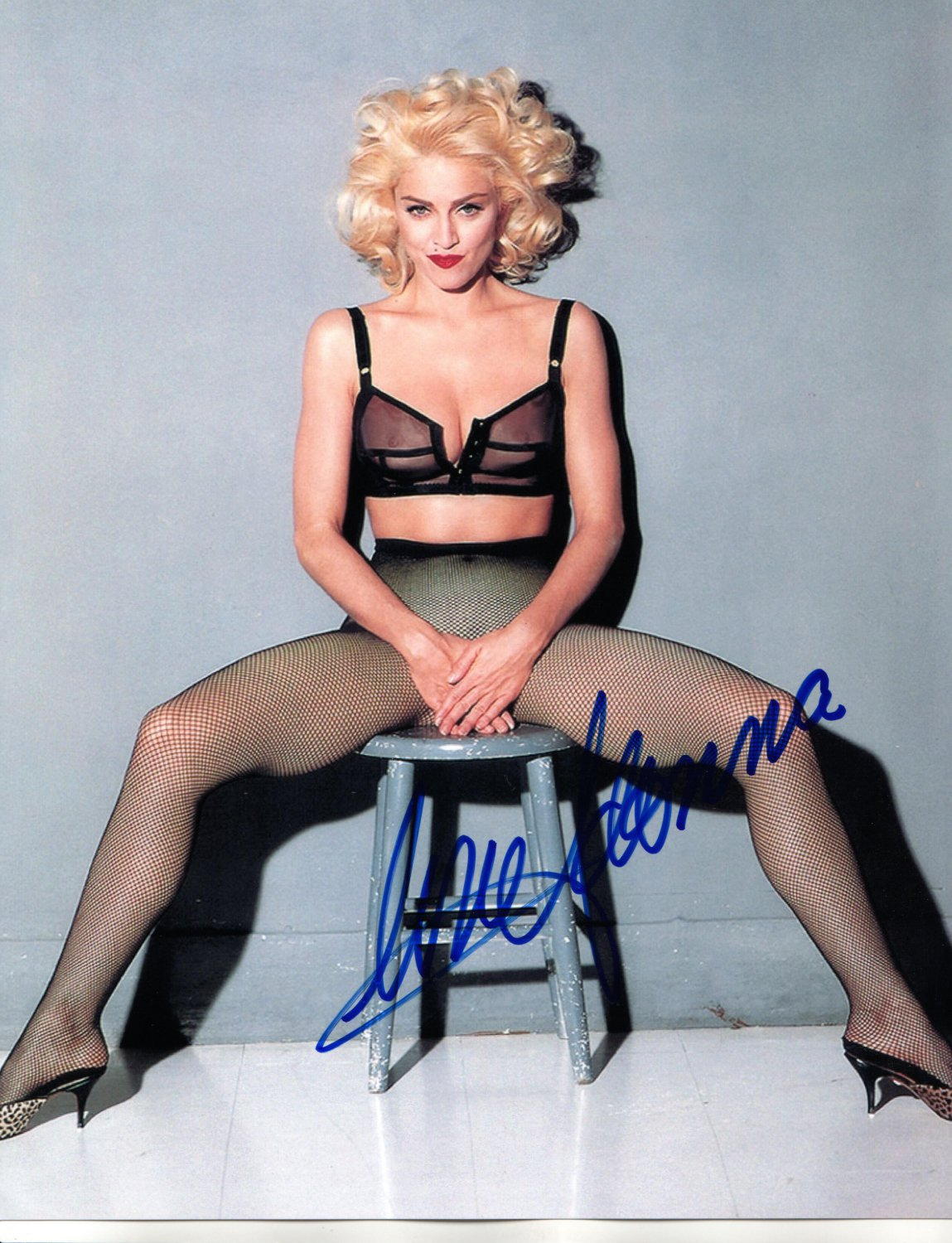 MADONNA OUTSTANDING EARLY SUPER SEXY POSED PHOTO HAND SIGNED AUTOGRAPHED WITH COA