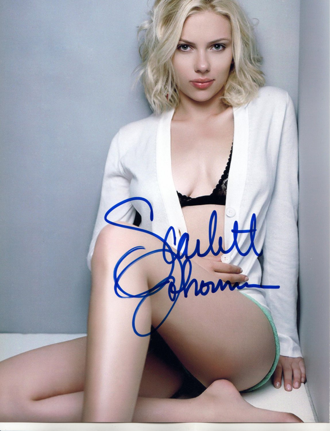 SCARLETT JOHANSSON - ULTRA SEXY ACTRESS - HAND SIGNED AUTOGRAPHED PHOTO WITH COA
