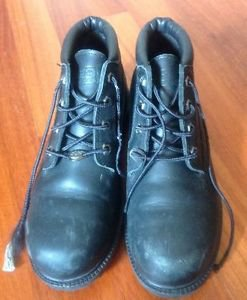 Authentic Black Leather Waterproof Timberland Boots SZ 9.5 M