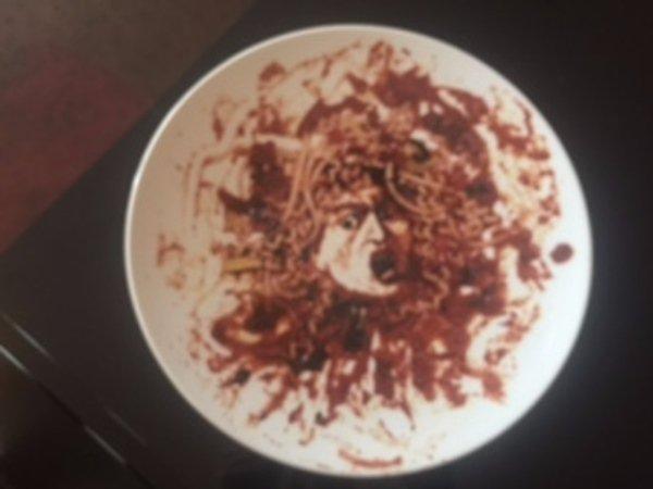 PETER NORTON FAMILY X-MAS Project VIK MUNIZ Designed Medusa Porcelain Plate 1999