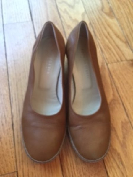 EUC BOTTEGA VENETA Caramel Brown Leather Stacked 2.5'' Heels Pumps SZ 8.5 Italy