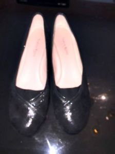 EUC TARYN ROSE Traveler Black Leather Stingray Effect Platform Shoes SZ 8M