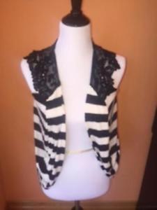 VIBE USA Black White Striped Sleeveless Vest Black Floral Lace SZ M Juniors