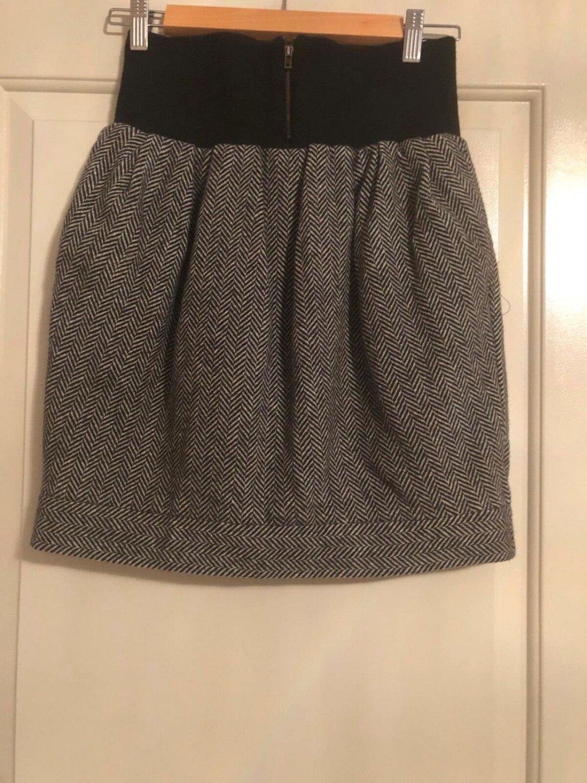 NWOT SEE by Chloe Mini High Waisted Herringbone Skirt SZ 4