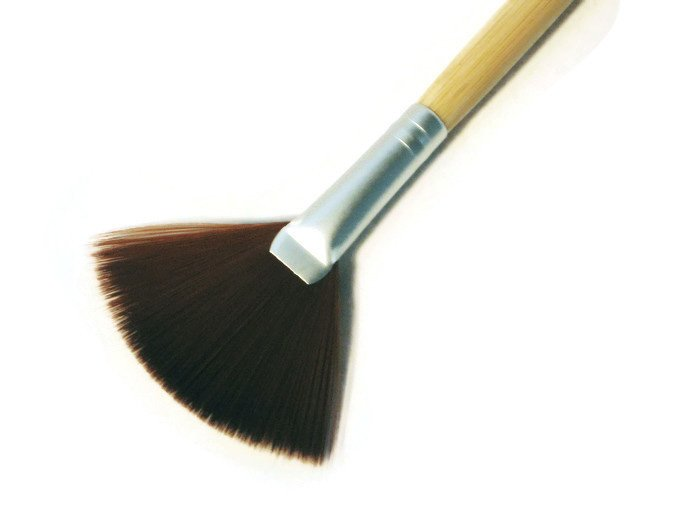 Vegan Fan Brush for Mineral Makeup Powder Long Handle of eco Friendly Bamboo