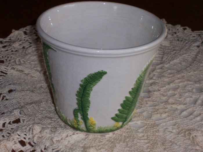 Flower Pot with Raised Leaves