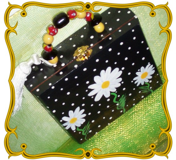 Cigar Box Purse with Daisys  ~~ Hot, New Trend in Handbags