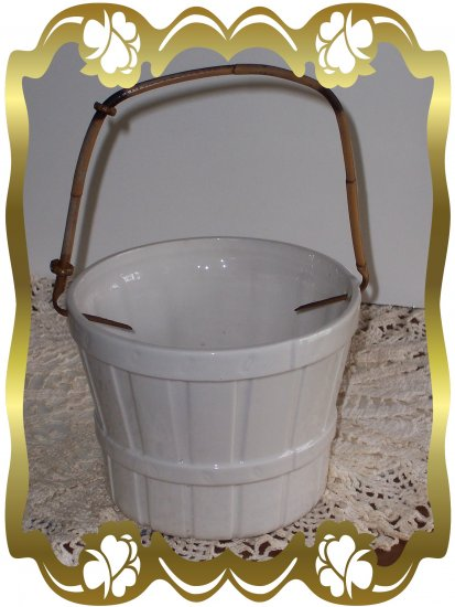 Mideramica Flower Pot - White with Basket design