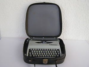 Vintage Marvelous Portable CONSUL Czech Typewriter