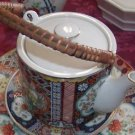 COLLECTIBLE IMARI PORCELAIN TEAPOT WITH BAMBOO HANDLE JAPAN