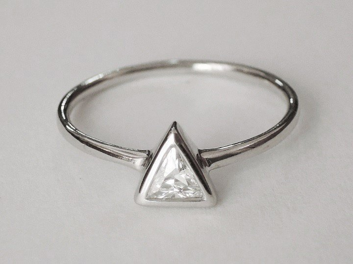 SOVATS CLASSIC SOLITAIRE TRIANGLE RING SIZE 5 - 9