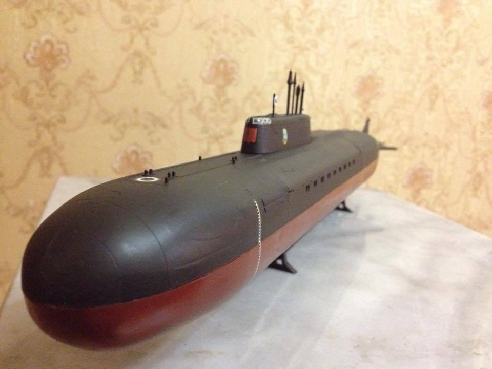 1:350 Russian Kursk Oscar class submarine complete model