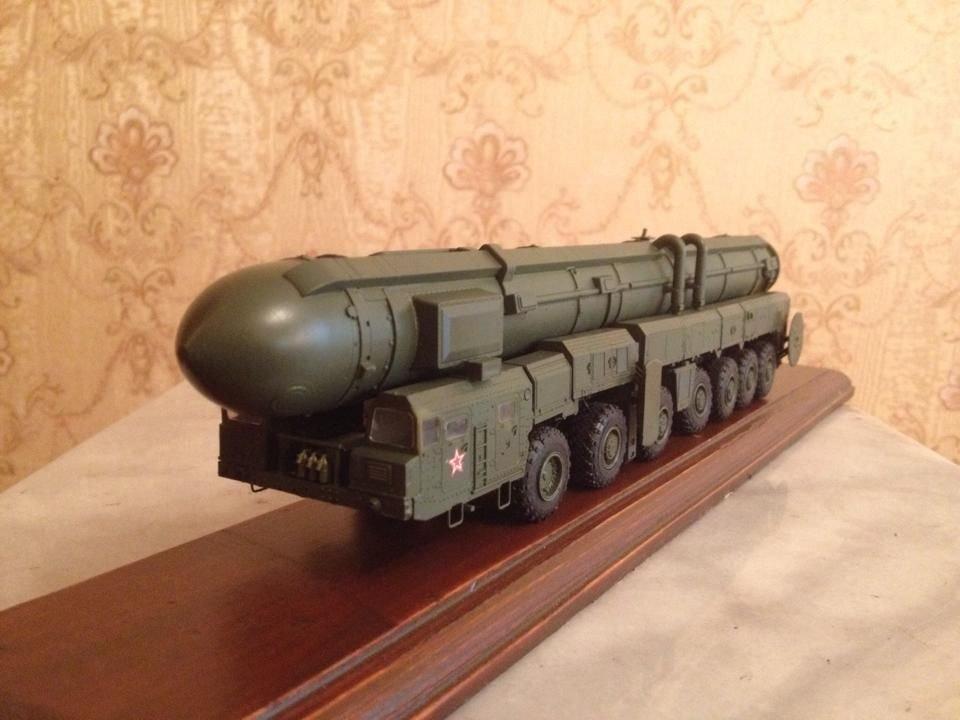 Topol m SS-27 Russian/Soviet ballistic missile 1:72 complete model