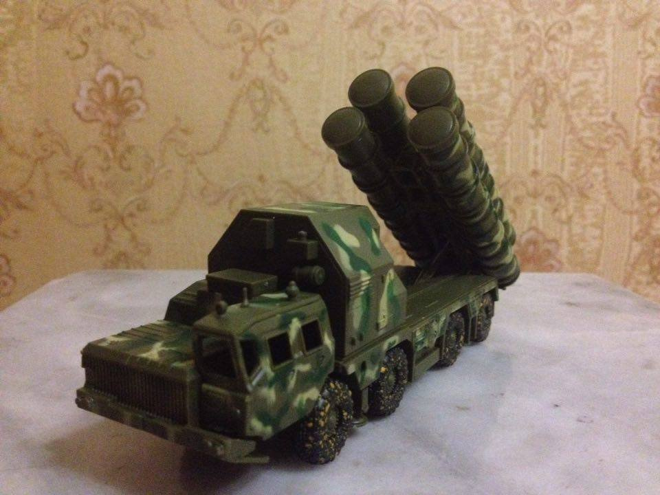 S-300 Russian/Soviet surface-to-air missile system 1:72 complete model