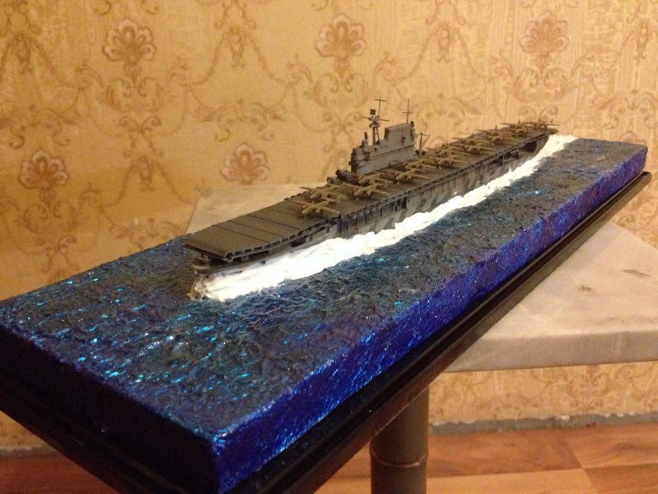 US Navy CV-8 Hornet carrier class model 1:700 with diorama