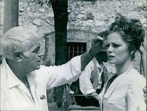 Stanleyl Kramer with Virna Lisi. - 8x10 photo