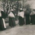 World War I - Women with laundry - 8x10 photo