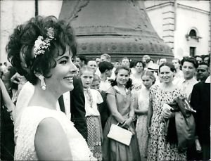 Elizabeth Taylor - 8x10 photo