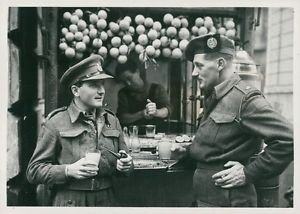 World War II. Canadians in Italy - 8x10 photo
