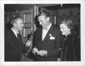 Gary Cooper getting interviewed - 8x10 photo