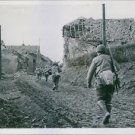 U.S. riflemen entered a bombed place in Germany. - 8x10 photo