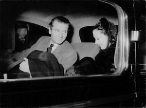 Vivien Leigh in car. - 8x10 photo