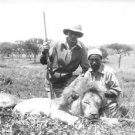 Gary Cooper and African boy with lion bagged in big game hunt.  - 8x10 photo