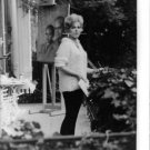 Kim Novak with paint brush in her mouth. - 8x10 photo