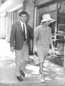Elizabeth Taylor walking with her husband Eddie Fisher. - 8x10 photo