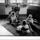 Geraldine Chaplin sitting with his siblings. - 8x10 photo