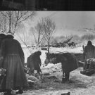 German soldiers working on the battle ground in Russia.- Jan 1942 - 8x10 photo
