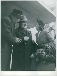 """Johan Jonatan """"Jussi"""" Björling in a conversation with his wife and a man. - 8x10"""