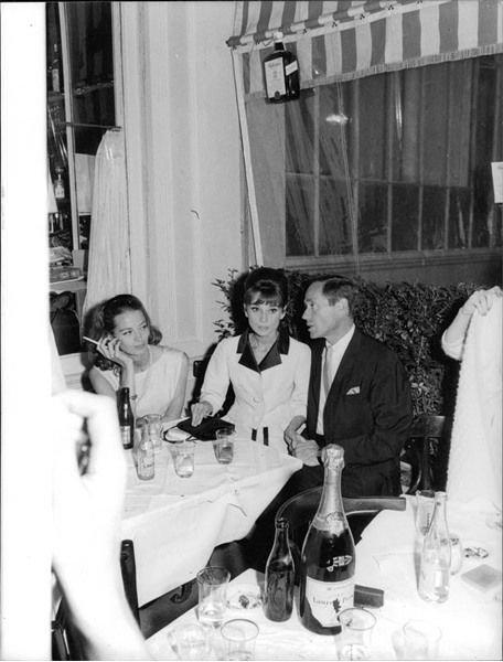 Audrey Hepburn sitting with Mel Ferrer and Capucine, enjoying drinks. - 8x10 pho