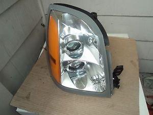 04-09 Cadillac SRX Passenger Right  Side  Headlight HID Xenon Oem  With Ballast