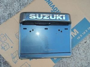 05 SUZUKI XL7 REAR LICENSE PLATE BRACKET MOULDING TRIM GREY