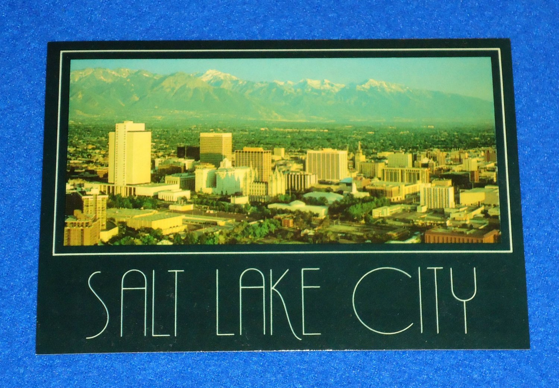 VINTAGE MARVELOUS SALT LAKE CITY SKYLINE POSTCARD MEMENTO WASATCH MOUNTAIN RANGE