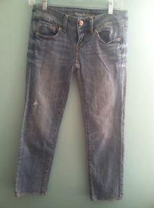 Women's Size 0 LIght Wash American Eagle Regular Distressed Artist Jeans Capris