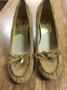 Michael Kors Leather Wedge Heel Closed Toe Shoes Size 9