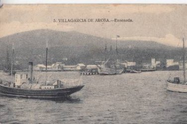 CH66. Vintage Spanish Postcard. Boats in the harbour at Villagarcia de Arosa.