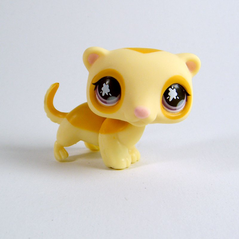 Littlest Pet Shop #653 GOLDEN FERRET with Purple Splash Eyes Retired 2006