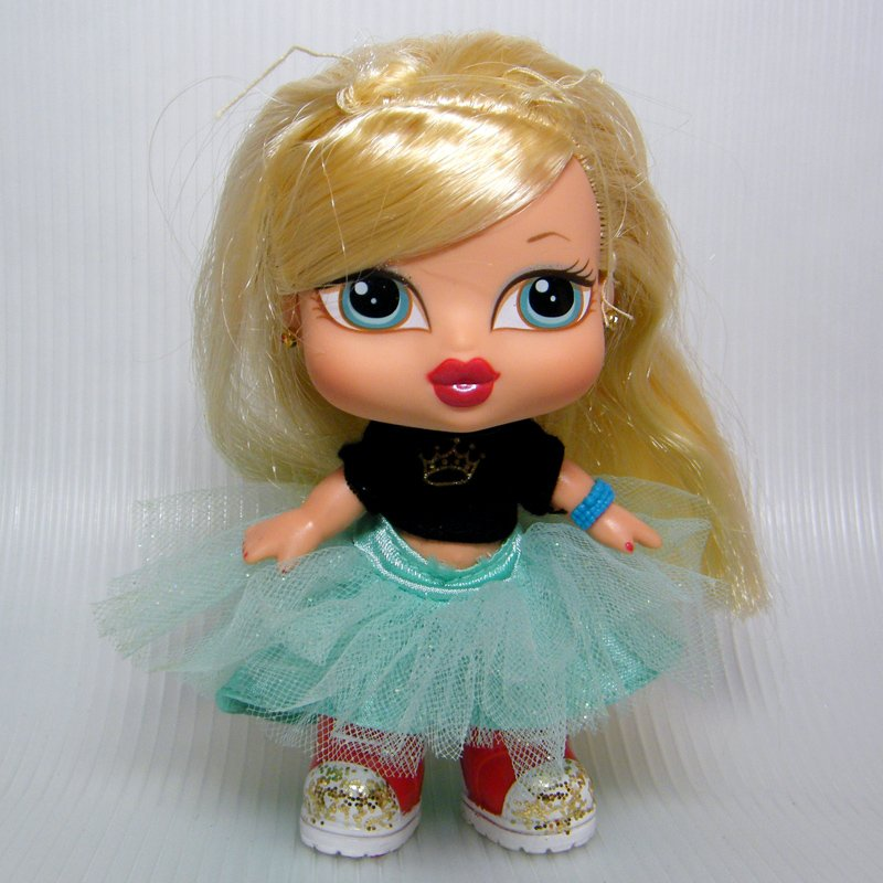 "Bratz Babyz PRINCESS CLOE 5"" Doll with Long Blonde Hair, Original Outift"